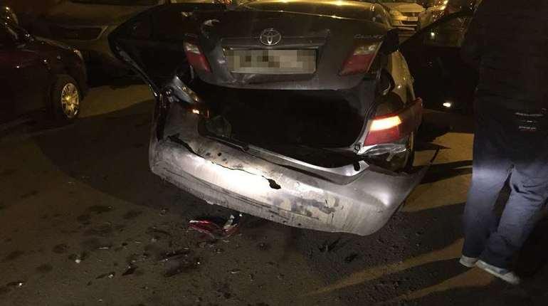 В северной столице шофёр БМВ X5 устроил тройное ДТП и исчез