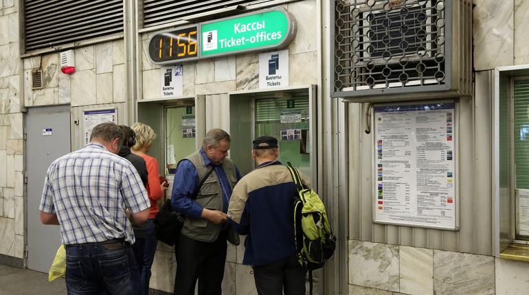 В Петербурге прошел слух о том, что метрополитен готовиться заменить жетоны на бумажные билеты с QR-кодами. Новость об этом уже успела растиражироваться в прессе и соцсетях и вызвать возмущение горожан. Паника оказалась преждевременной.