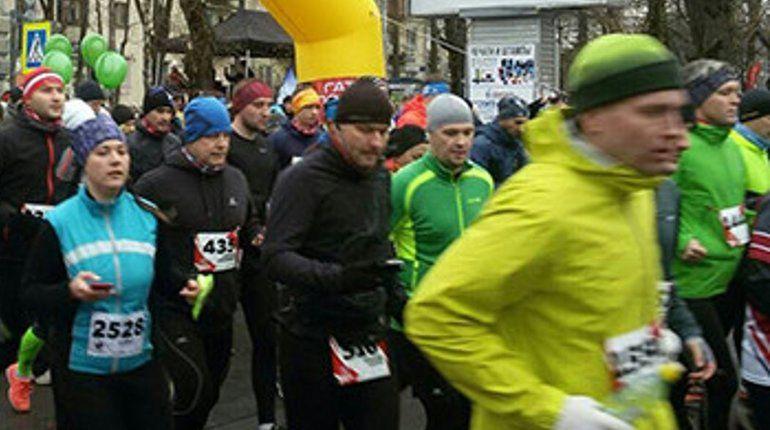 Более 2 тыс. спортсменов вышли сегодня на старт VIII гатчинского полумарафона