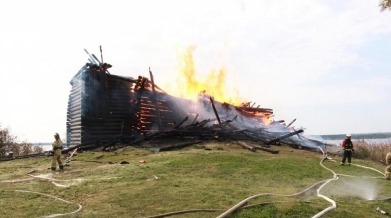 В Республике Карелия пятничным утром случился пожар, который полностью уничтожил церковь
