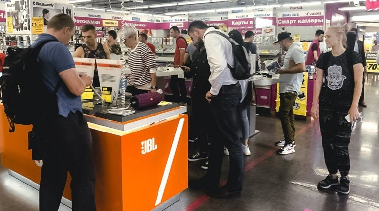 Истосковавшиеся по очередям, давке и битве за последний товар с витрины петербуржцы дождались закрытия новых магазинов - из города уходит MediaMarkt. Перед ликвидацией все торговые точки сети объявили о распродаже со скидкой до 70 процентов.