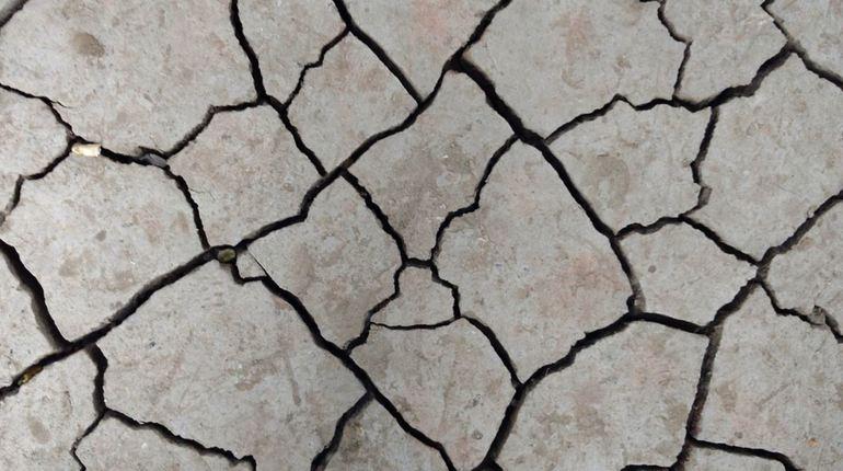 На юго-западе Китая произошло достаточно сильное землетрясение. Сейсмологи зафиксировали, что оно достигло пяти баллов. Уже появилась информация об одном пострадавшем.