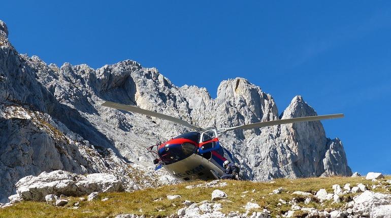 Альпинисты из Петербурга выжили при крушении вертолета в Таджикистане