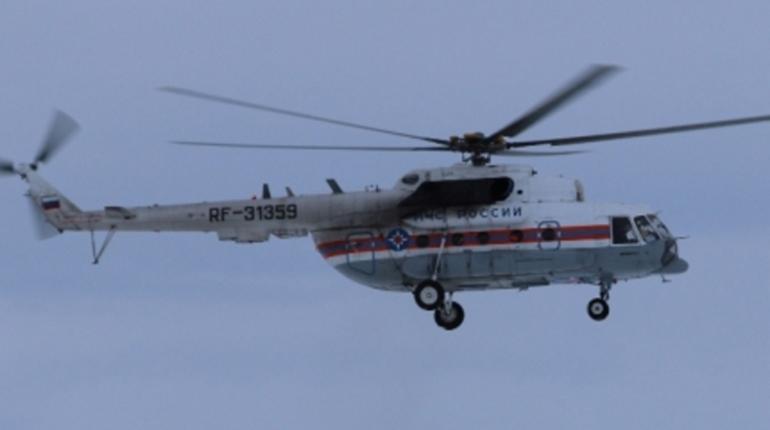 Вертолет МЧС вылетел за тремя туристами, которые застряли на реке в Магаданской области вдали от цивилизации.
