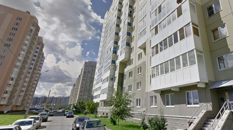 Четырехлетнюю девочку нашли вечером на проспекте Героев без взрослых. Где она живет, девочка вспомнить не смогла, и теперь ее родителей ищет полиция.
