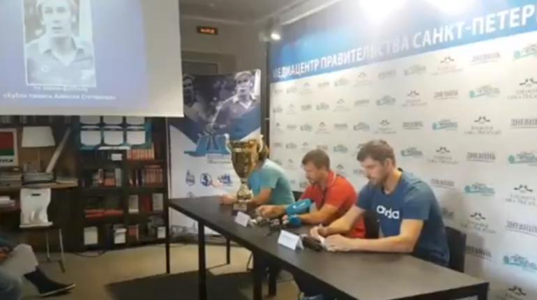 В Петербурге эксперты рассказывают о турнире по мини-футболу «Кубке памяти Алексея Степанова». Соревнования в Северной столице пройдут с 18 августа по 30 сентября.