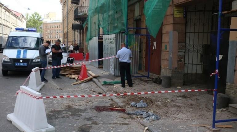 На Гражданской улице остановили работы после обрушения строительных лесов