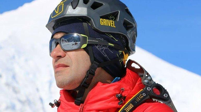 Посол Пакистана подарил спасенному альпинисту Гукову ковер