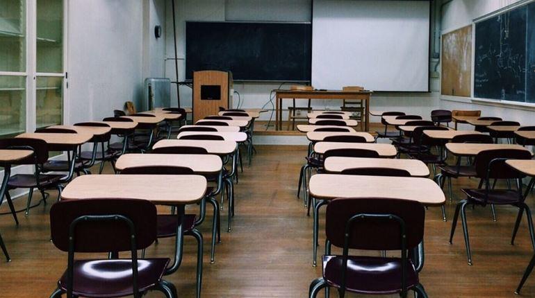 Инспекторы Роспотребнадзора пришли с проверкой в школы Ленинградской области. С 3 сентября в них придут почти 146 тысяч учеников. Из-за нарушения санитарного законодательства школы оштрафовали на 3,6 млн рублей.