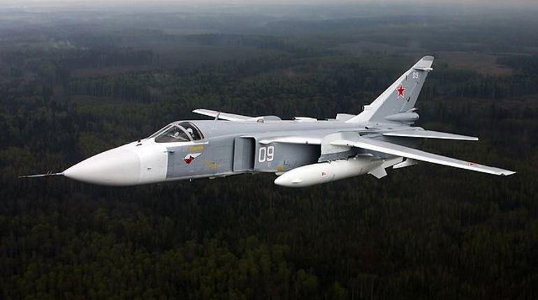 В министерстве обороны РФ опровергли сообщение BBC о перехвате шести российских бомбардировщиков Су-24 над Черным морем. В ведомстве отметили, что четыре самолета проходили плановые учебные полета, а среди них не было ни одного Су-24.