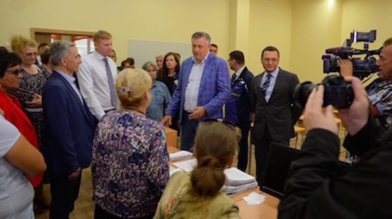 Губернатор Ленинградской области Александр Дрозденко проинспектировал школу в восточном Мурино.
