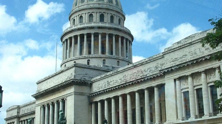 Россия взялась помочь Гаване в восстановлении купола Капитолия. Начальная цена контракта на реставрационные работы составляет 642 млн рублей. Из них 347 млн рублей подрядчику перечислят в этом году.