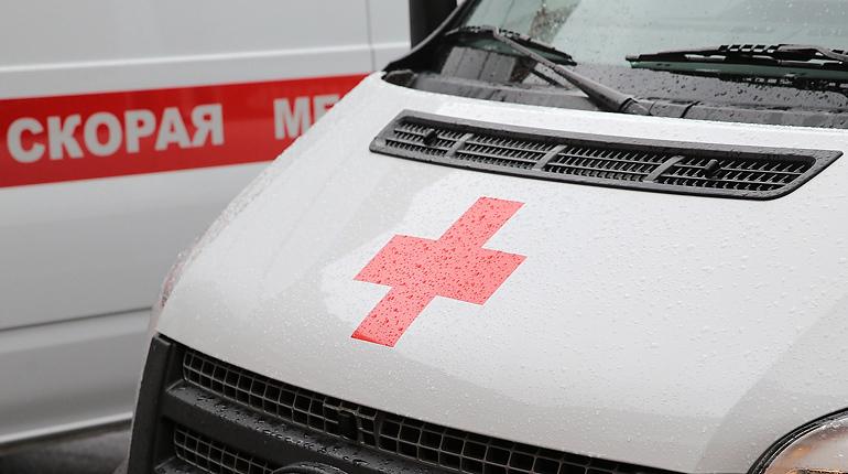 Велосипедист сбил женщину с годовалым ребенком на проспекте Ветеранов. Малыша увезли в больницу.