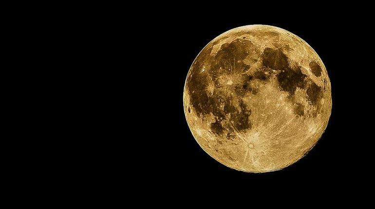 На протяжении недели растущая Луна встретится со всеми планетами Солнечной системы, исключая Меркурий. Жителям России удастся увидеть сближение спутника Земли только с тремя планетами: Юпитером, Сатурном и Марсом.