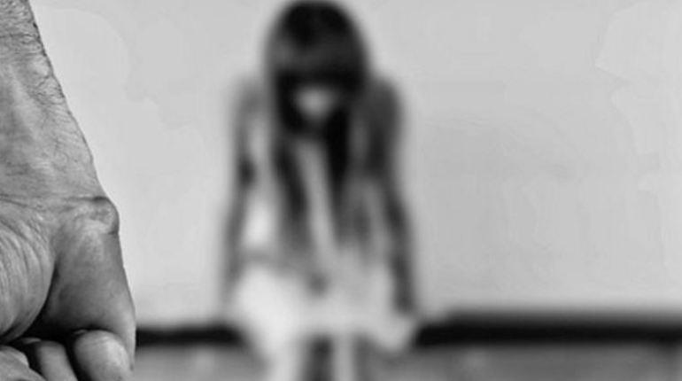 В полицию обратилась жительница Петербурга, рассказавшая об извращенце, напавшем на ее дочь–пятиклассницу. Она утверждает, что ее знакомый без определенного места жительства совершил насильственные действия сексуального характера в отношении девочки.