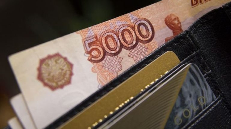 По данным за июль, сумма долгов по зарплатам в России составила 3,4 млрд рублей. что на 20,9% больше, чем в прошлом месяце. Зарплату вовремя не получили 50,4 тысячи человек.