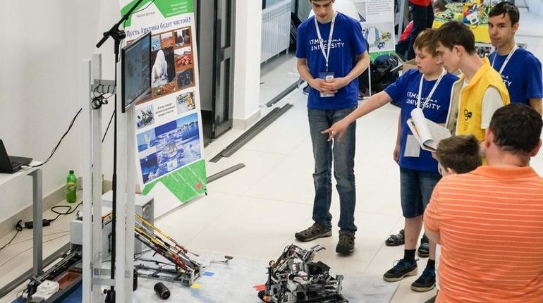 Школьная сборная университета ИТМО победила на RobotChallenge-2018 в Пекине благодаря роботу для уборки арктического побережья от старых бочек.