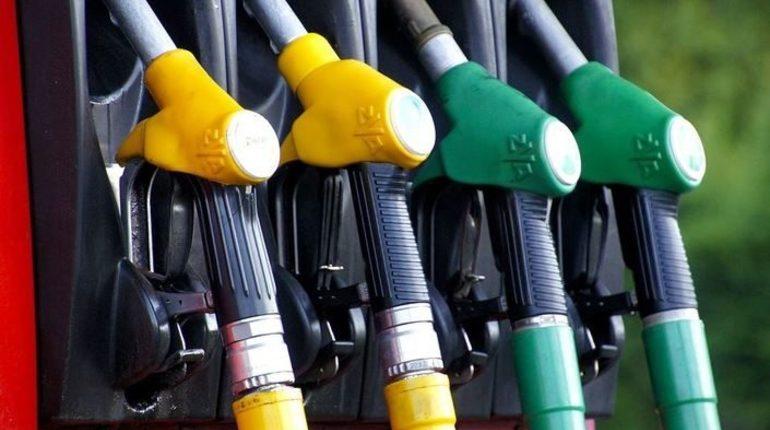 На неделю оптовые цены на бензин в России выросли примерно на 7%.