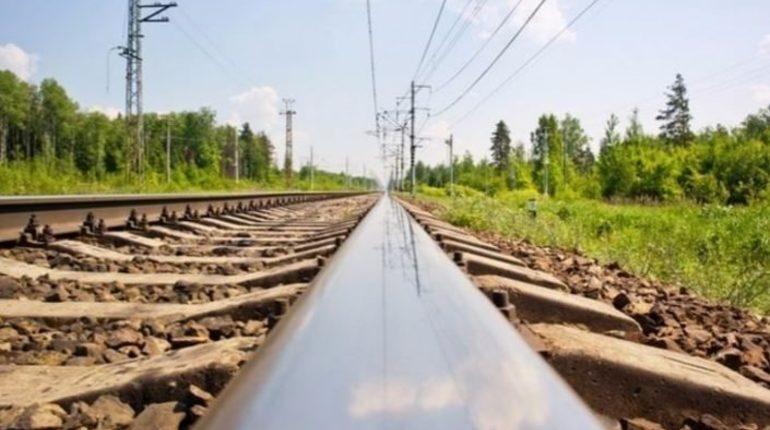 Украинские СМИ сообщили, что в Москву из Херсона специально отправляют разваливающиеся поезда, чтобы снизить поток уезжающих в РФ украинцев.
