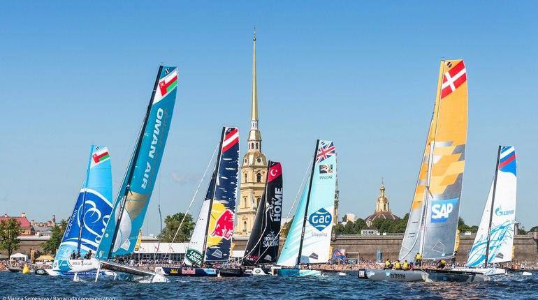 В Петербурге подходит к концу «Балтийская яхтенная неделя». Ее завершит грандиозное шоу в акватории Невы.