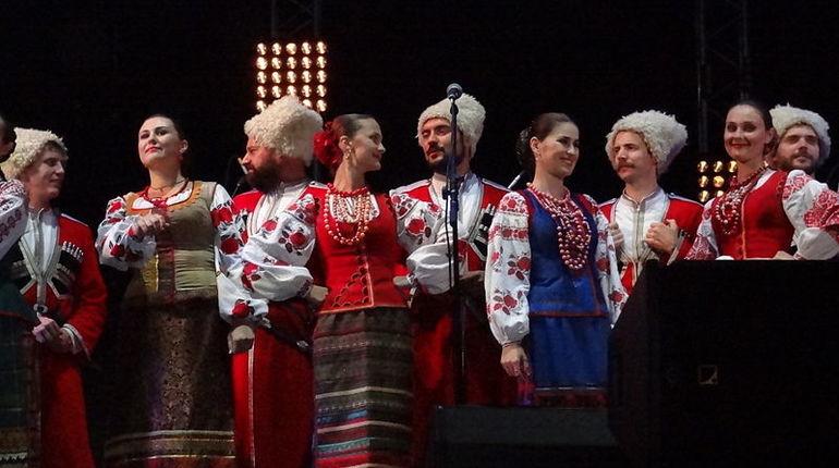 Подарком российского президента Владимира Путина к свадьбе главы МИД Австрии станет выступление артистов Кубанского казачьего хора, сообщают австрийские СМИ.