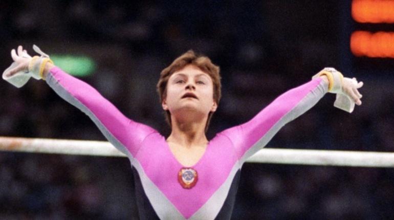 В субботу, 18 августа, Петербург попрощался с олимпийской чемпионкой по гимнастике Еленой Шушуновой. Ее похоронили на Богословском кладбище.