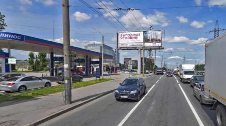 Встреча с иномаркой на Ириновском проспекте чуть не закончилась для женщины-пешехода трагедией. Она попала в больницу.
