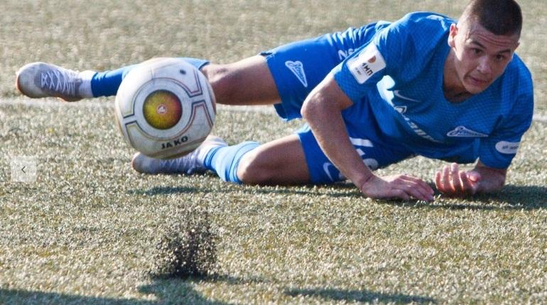 Петербургский футбольный клуб «Зенит-2» продолжает проигрывать в первенстве ФНЛ. Клуб потерпел седьмое поражение подряд.
