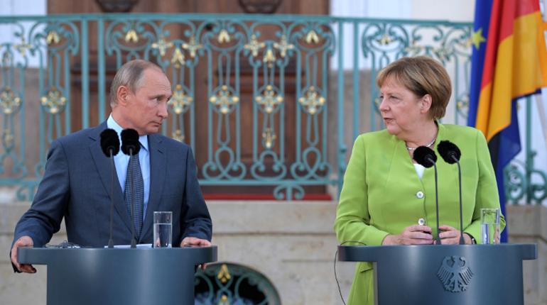Переговоры президента России Владимира Путина и канцлера ФРГ Ангелы Меркель продолжались более трех часов.