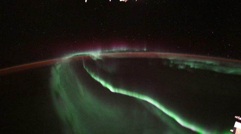 Национальное управление по аэронавтике и исследованию космического пространства (НАСА) опубликовало фотографию северного сияния, сделанную с борта Международной космической станции (МКС).