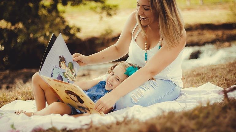 Ученые: разговоры с детьми развивают их мозг