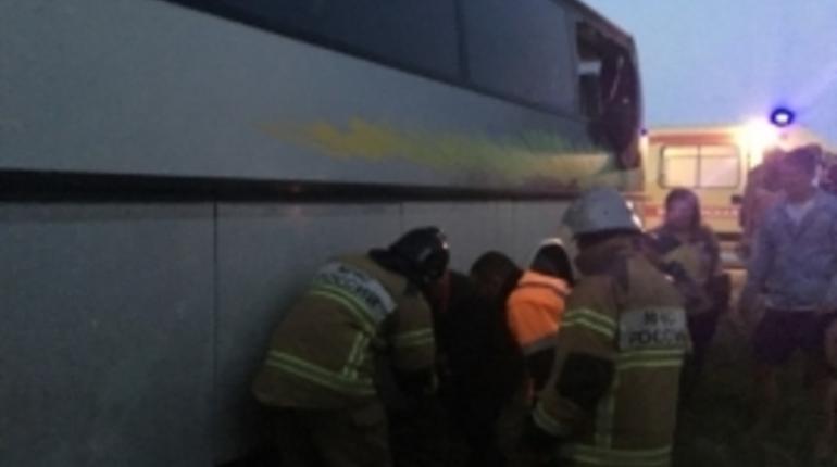 Два человека погибли и 15 пострадали в аварии с участием