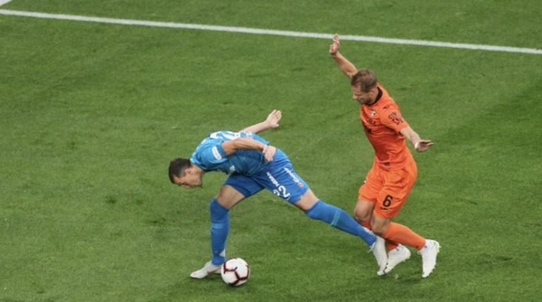 Не успело пройти и десяти минут матча четвертого тура Российской Премьер-Лиги на стадионе «Санкт-Петербург», как «Урал» уже открыл счет. «Зенит» пока проигрывает.