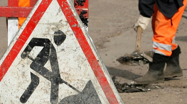 Стало известно, что с 20 и 21 августа проезд на некоторых городских дорогах ограничат до осени. Автомобилистам стоит быть внимательнее, чтобы не оказаться в тупике на улицах Петербурга.