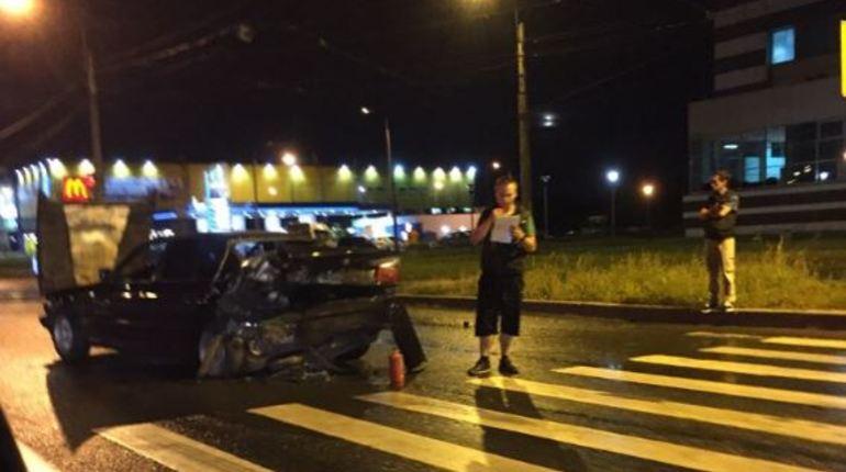 В социальной сети осуждают крупную аварию на проспекте Обуховской Обороны. Неподалеку от «Ленты» столкнулись сразу четыре машины. В комментариях уточняют, что все участники происшествия остались живы.
