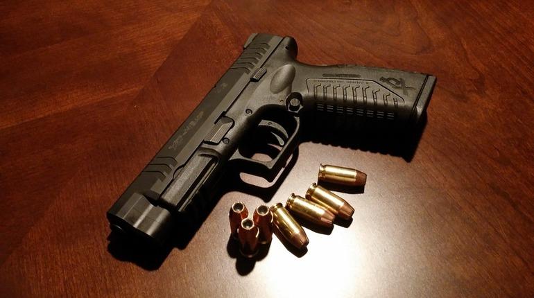 В Адмиралтейском районе Санкт-Петербурга у петербуржца обнаружили целый склад боеприпасов. Он незаконно торговал оружием.