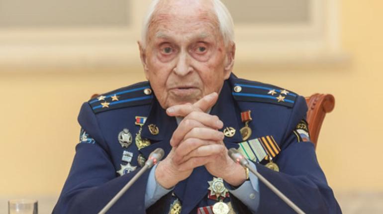В воскресенье, 19 августа, из жизни ушел почетный гражданин Санкт-Петербурга Михаил Бобров. Он занесён в