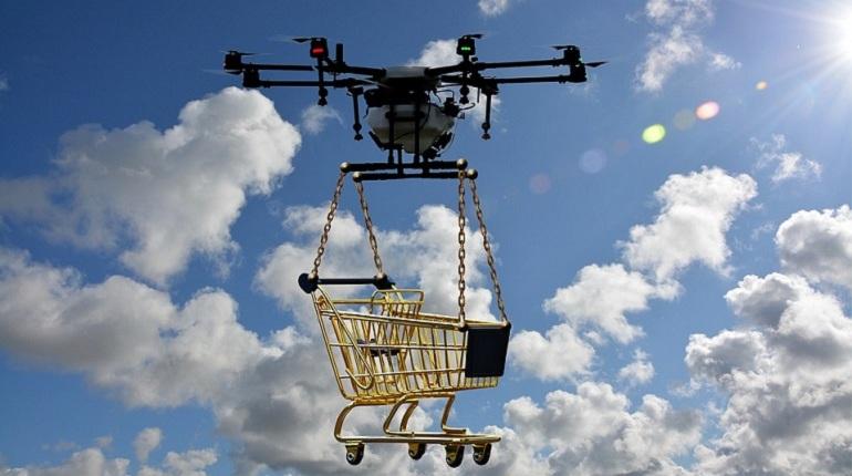 Летающие дроны, призванные облегчить жизнь человечеству, встали на скользкую дорожку и доставляют телефоны и наркотики заключенным. Пока западную тюремную моду осторожно обкатывают в Петербурге,