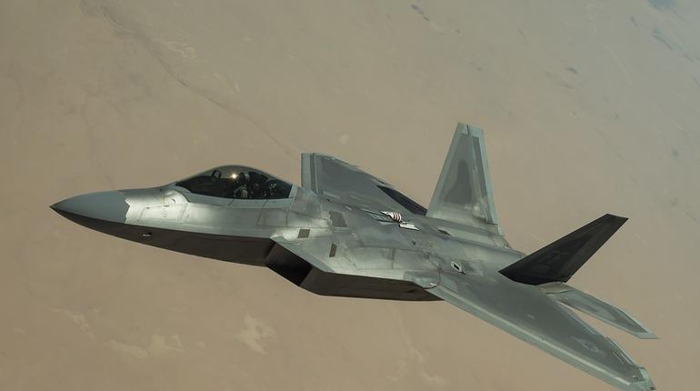 В Минобороны РФ начали разработку нового самолета с вертикальным взлетом и посадкой.