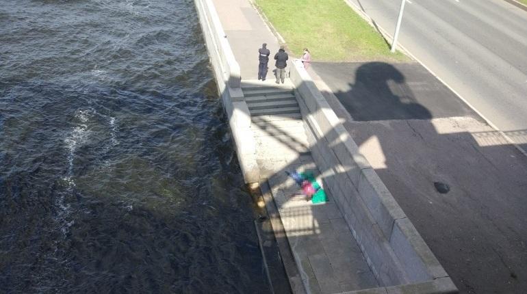 Девушка утонула у Большеохтинского моста