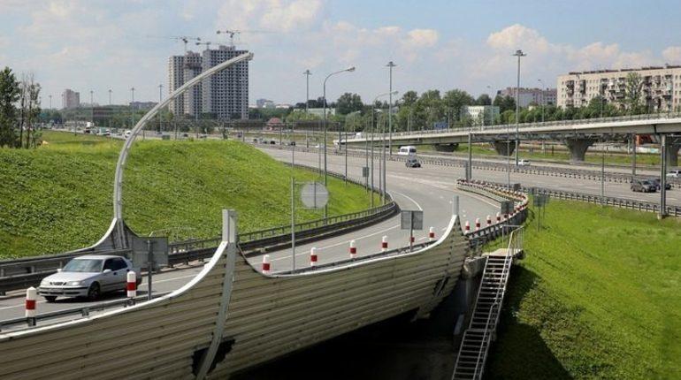 На развязке КАД с Парашютной улицей до конца августа перекроют движение автомобильного транспорта.
