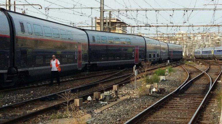 В Марселе скоростной поезд сошел с рельсов