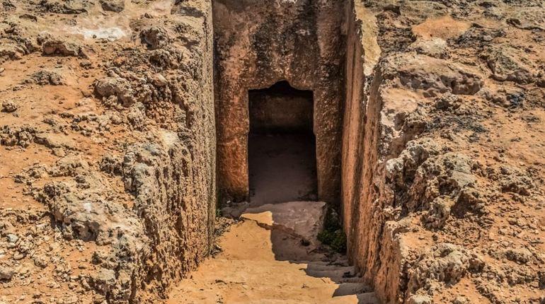 На Крите раскопали гробницу возрастом более трех тысяч лет