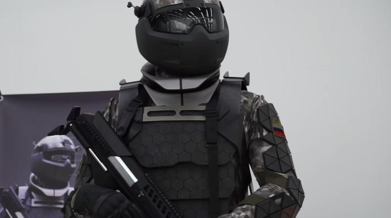 Испытан российский экзоскелет, позволяющий стрелять из пулемета одной рукой
