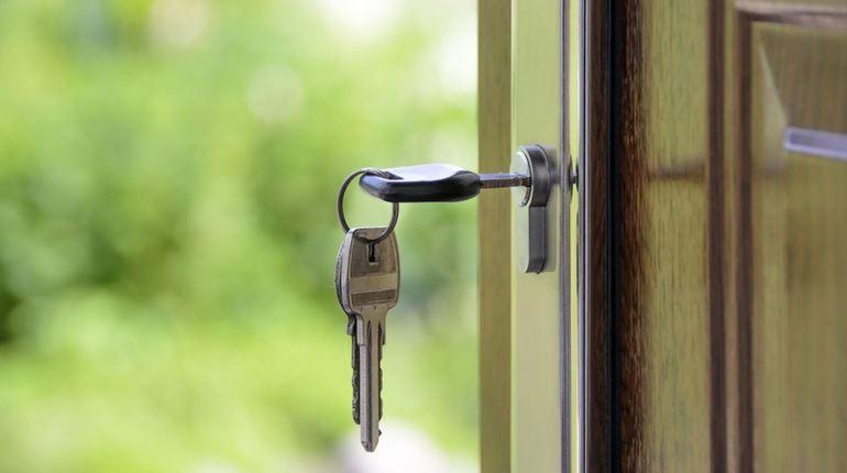 На рынке жилья бизнес-класса растет конкуренция, поэтому девелоперы решили предложить покупателям новые форматы квартир в домах бизнес-класса. К ним относится жилье с придомовой территорией.