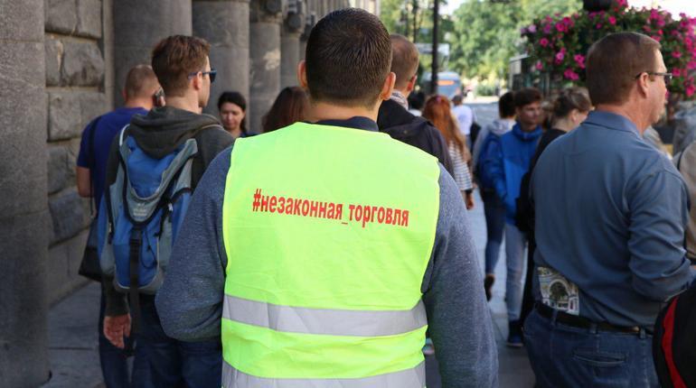 Активисты изгнали два десятка нелегальных торговцев из центра Петербурга