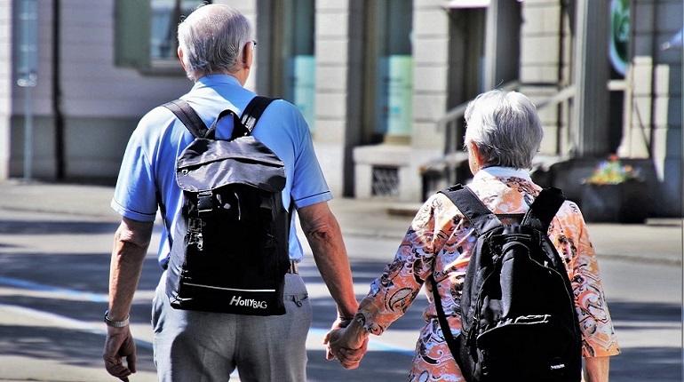 Кредитная система, возрастной ценз госслужащих и политиков и даже жилье для молодых семей - эти и другие области могут быть перекроены из-за повышения пенсионного возраста. Дольше работаешь - позже получаешь право на депутатское кресло, но продлеваешь шансы на новую квартиру.