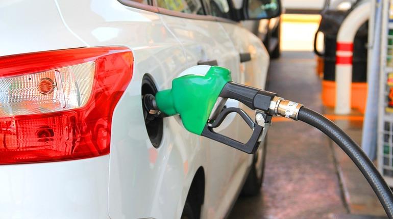 На заправках Петербурга набирает силу «бензиновая тройка»