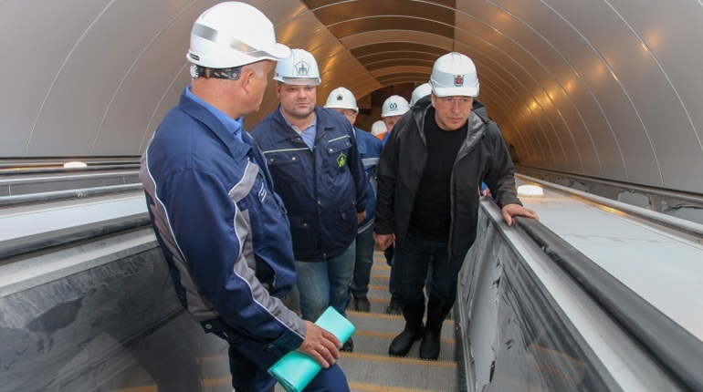 Вице-губернатор Петербурга Игорь Албин сегодня, 30 августа, осмотрел строящиеся станции метрополитена Фрунзенского радиуса