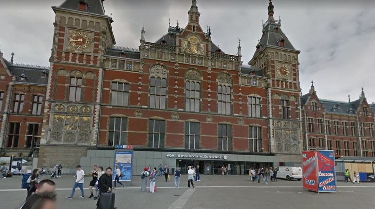 Полицейские подстрелили подозреваемого в нападении на вокзале Амстердама